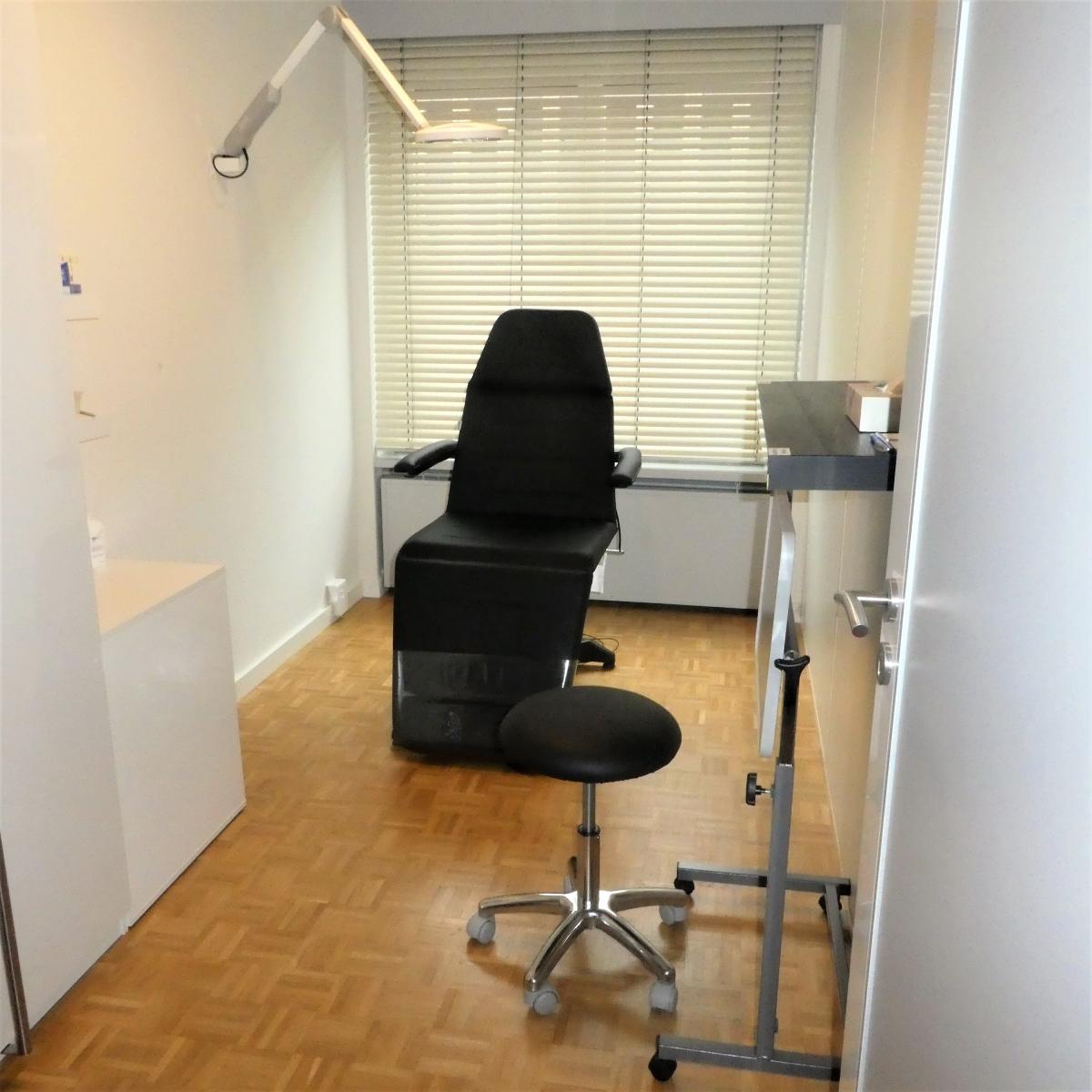 Salle des soins infirmiers du cabinet du Dr EBENGO